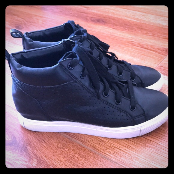 6d1469bf005 Steve Madden Black Wedge Sneakers. M 5ab6b61846aa7cce79194cd8